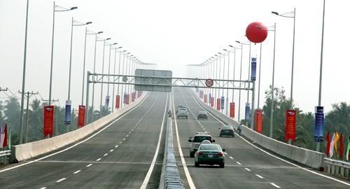 Đường cao tốc thông xe vào ngày 2-1-2014